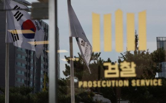 """조국 동생 영장기각 강력 반발 … 檢 """"납득 못해 재청구 검토"""""""